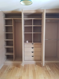 Carpenter for wardrobes and storage units